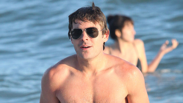 Zac Efron, torse nu