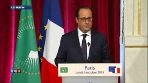"""Ebola : """"Nous sommes en situation de pouvoir soigner"""" estime Hollande"""