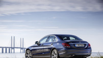 La Mercedes C 350 Plug-In Hybrid, en version berline et break et qui a une consommation mixte annoncée à 2,1 l/ 100 km pour des rejets de CO2 de 48 g/km (49 pour le break).