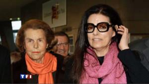 """Liliane Bettencourt et sa fille Françoise Meyers en décembre 2010, lors de la """"trêve"""""""
