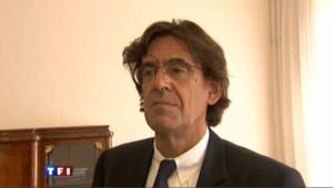 Luc Ferry, le prof, a nouveau au coeur d'une polémique