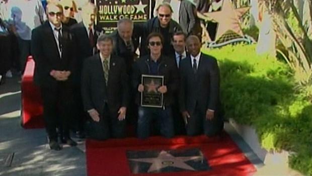 Paul McCartney reçoit son étoile à Hollywood - 09/02/2012