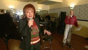 TF1-LCI - La comédienne et chanteuse Régine, le 11 mai 2004