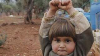 Une petite Syrienne qui croit que sa fin est venue émeut la Toile