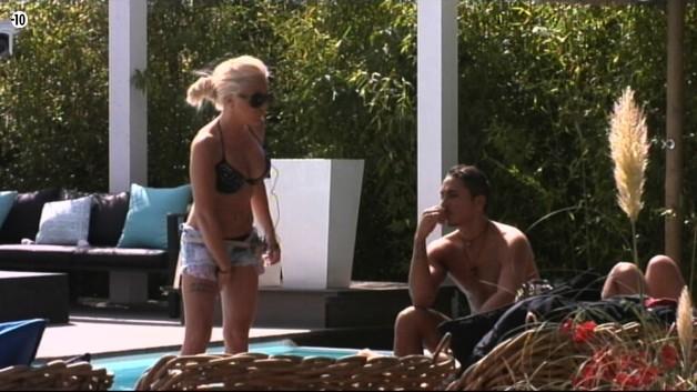 """Ca chauffe entre Julie et Sacha. Ce dernier reproche à la blonde d'être """"faussement franche""""."""