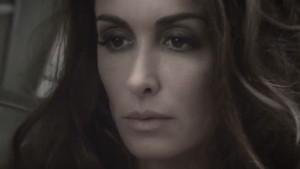 Jenifer dans son nouveau clip, Paradis Secret.