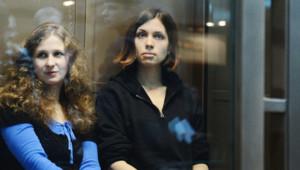 Maria Alekhina et Nadejda Tolokonnikova (à droite) en octobre 2012