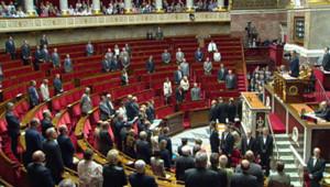 Fillon rend hommage à l'Assemblée aux soldats tués en Afghanistan