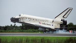 La navette Discovery à l'atterrissage, au Kennedy Center, le 17 juillet 2006/ Nasa DR