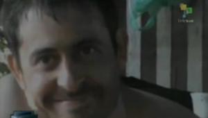 Capture écran d'une vidéo, diffusée sur la chaîne Telesur, montrant le journaliste français Roméo Langlois, otage des Farc en Colombie.