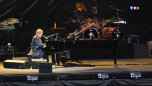 Le 13 heures du 4 juillet 2013 : Le Festival de Poupet accueillait Elton John - 1436.9714721679688