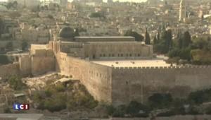 Heurts à Jérusalem, la police israélienne entre dans la mosquée d'Al-Aqsa