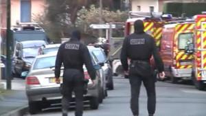 La guerre d'usure continue entre les hommes du raid et Mohamed Merah, toujours retranché dans son appartement à Toulouse. Jeudi 22 mars 2012.
