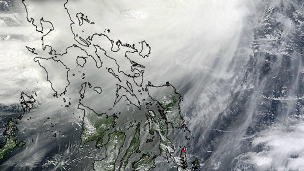La tempête Kai-tak frappant les Philippines, vue par une photo satellite retouchée par la Nasa (14 août 2012)