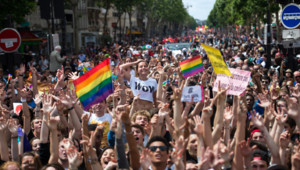 Cortège de la marche des fiertés à Paris le 29 juin 2013.