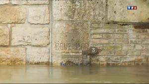 Le 20 heures du 10 mai 2013 : Inondations : la crue se poursuit en aval de la Seine - 779.03