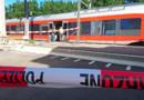 Des policiers près du train attaqué en Suisse le 13/08/2016.