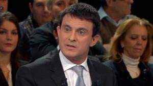 """Manuel Valls durant l'émission de France 2 """"Des paroles et des actes"""", le 6 décembre 2012."""