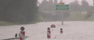 Intempéries : l'autoroute A10 transformée en fleuve