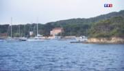Le 13 heures du 4 août 2015 : En navette ou en bateau-taxi, direction les îles d'or à proximité de Toulon - 1155