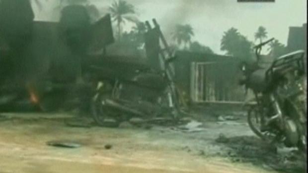 Un camion-citerne accidenté prend feu au Nigéria le 12 juillet 2012