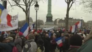 """Les manifestants réunis place de la Bastille à Paris à l'appel du collectif """"Jour de colère"""" contre François Hollande, le 26 janvier 2014."""