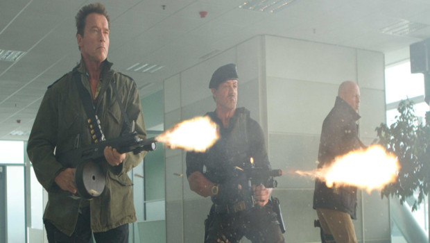 Sylvester Stallone, Arnold Schwarzenegger et Bruce Willis dans Expendables 2 de Simon West