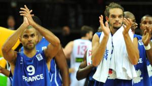 Tony Parker et Joakim Noah lors de la finale du Championnat d'Europe face à l'Espagne, à Kaunas, Lituanie, le 18 septembre 2011.