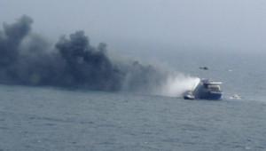 """Des hélicoptères ont entrepris dimanche d'évacuer les occupants du ferry italien """"Norman Atlantic"""""""