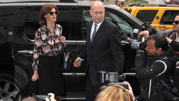 François-Henri Pinault et Linda Evangelista devant un tribunal de New York (3 mai 2012)
