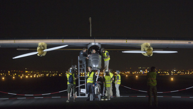 Solar Impulse sur le point de décoller de Madrid pour son premier vol intercontinental (5 juin 2012)