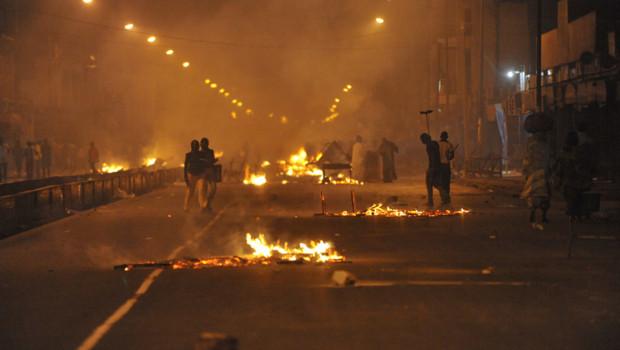 Violences à Dakar après la validation de la candidature d'Abdoulaye Wade, qui brigue un troisième mandat présidentiel (28/01/2012)
