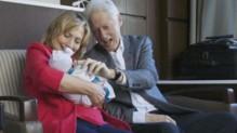 Bill et Hillary Clinton avec leur petite-fille Charlotte, le 28/9/14