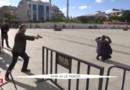Turquie : un inconnu vide son chargeur sur un journaliste, la scène est filmée par la télévision