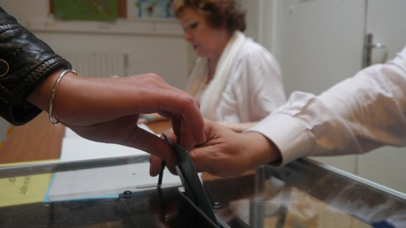 Dans un bureau de vote du XIIIe arrondissement de Paris, le 6 mai 2012.