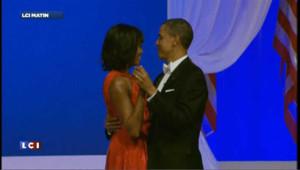 Barack et Michelle Obama joue contre joue au bal d'investiture