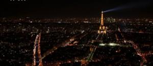Pour le passage à l'an 2000, la tour Eiffel devient le premier monument scintillant
