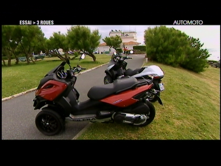 vid o automoto essai moto le scooter piaggio mp3 400. Black Bedroom Furniture Sets. Home Design Ideas