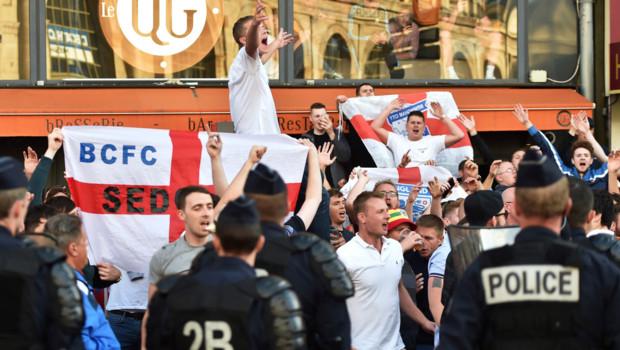 Des heurts ont eu lieu à Lille entre des supporters anglais et les forces de l'ordre, en marge de l'Euro