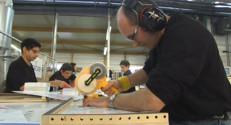 Le 13 heures du 21 novembre 2014 : Des travailleurs handicap�fabriquent des calendriers dans le Finist� - 876.837