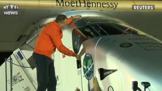 L'avion Solar Impulse 2 boucle avec succès son tour du monde à l'énergie solaire