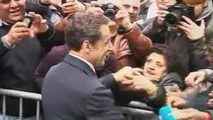 Nicolas Sarkozy à la sortie de son QG de campagne à Paris. Le 23 avril 2012.