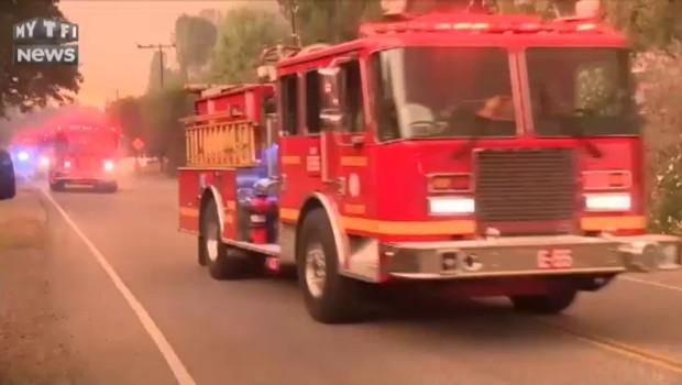 Etats-Unis : Des dizaines de milliers de personnes fuient les flammes en Californie