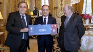 François Hollande, Michel Platini et Jacques Lambert à l'Elysée le 10 juin dernier à un an de l'Euro 2016