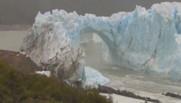 Une arche de glace se brise en Patagonie, des images rares