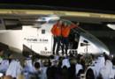 Bertrand Piccard et Andre Borschberg, les pilotes de Solar Impulse, à leur arrivée à Abou Dhabi