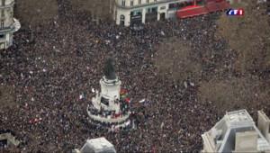 Le 20 heures du 11 janvier 2015 : Marche républicaine : une manifestation sans précédent en France - 65.735