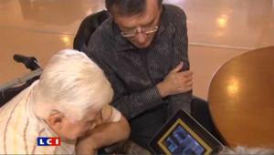 Des seniors testent l'iPad en avant-première