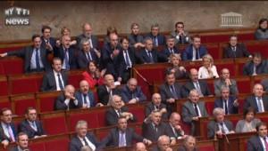 Interrogée par l'Assemblée, Taubira laisse sa place à Cazeneuve : l'opposition hurle