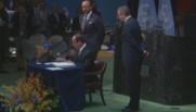 Hollande signe COP21